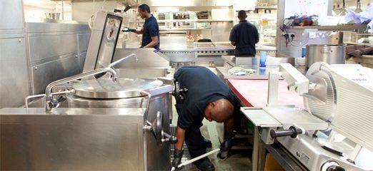 Limpieza de restaurantes gu a para tener un restaurante - Utensilios de cocina industrial ...