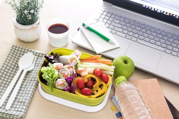 consejos-para-comer-en-la-oficina-sin-riesgos